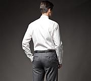 男士几种颜色西服才够?